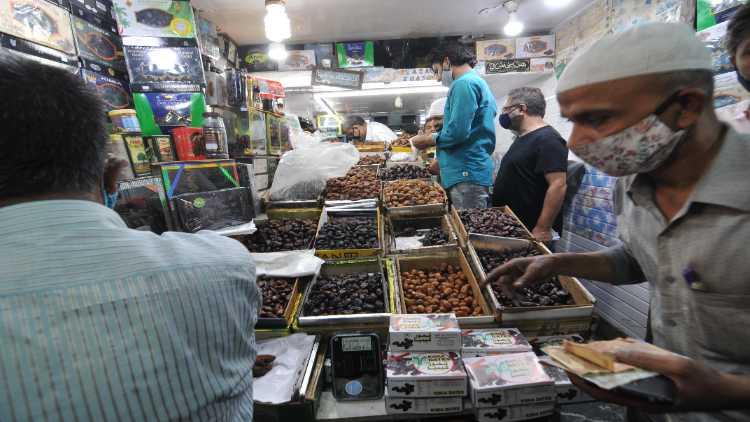 आम रमजान की तरह इस बार जाममस्जिद इलाके मंे खरीदों की भीड़ नहीं दिखी