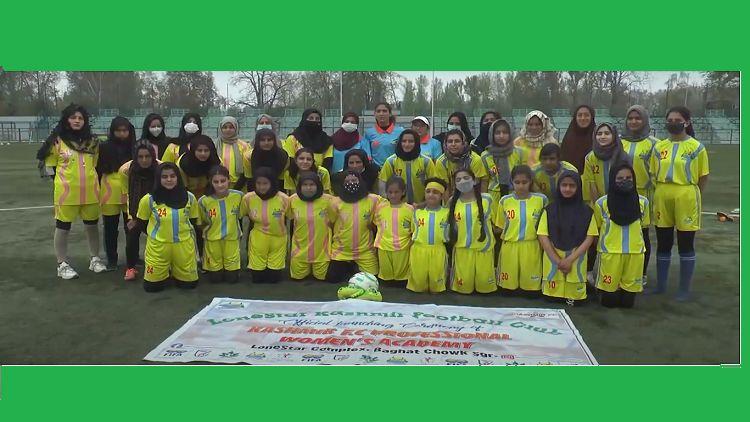 कश्मीर की पहली महिला फुटबॉल टीम