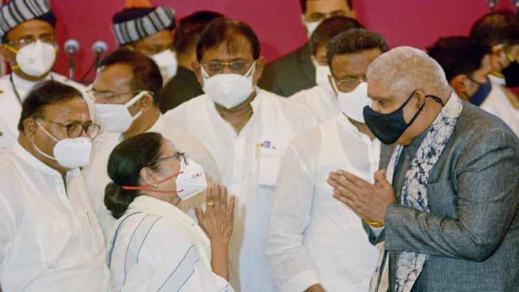 पश्चिम बंगाल के राज्यपाल जगदीप धनखड़ और मुख्यमंत्री ममता बनर्जी