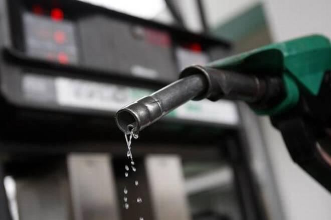 मूल्य वर्धित कर के कारण घरेलू पेट्रोल और डीजल की कीमतें राज्यों में अलग-अलग हैं