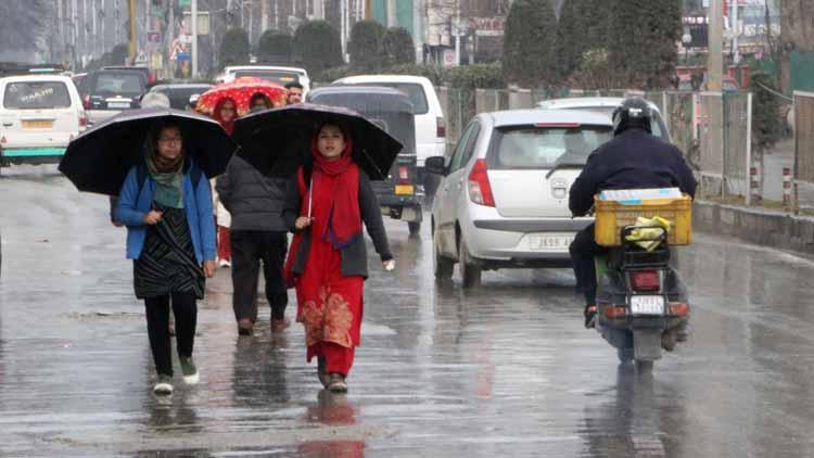 कश्मीर में  बारिश के असार
