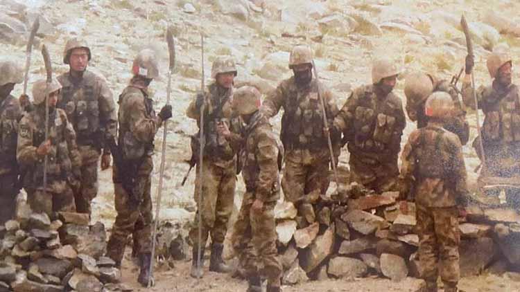 शांति का राग अलापने वाले धोखेबाज चीन ने इन हथियारों से किया था भारतीय जवानों पर हमला