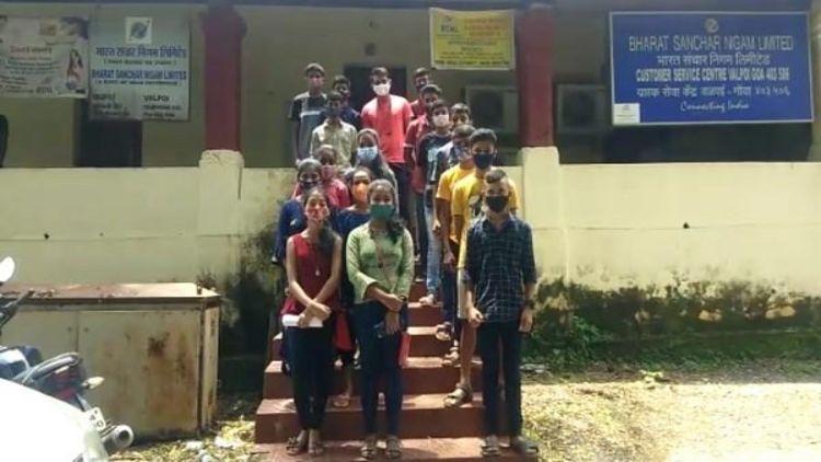 खराब इंटरनेट को लेकर गोवा में बीएसएनएल कार्यालय पर छात्रों का विरोध प्रदर्शन