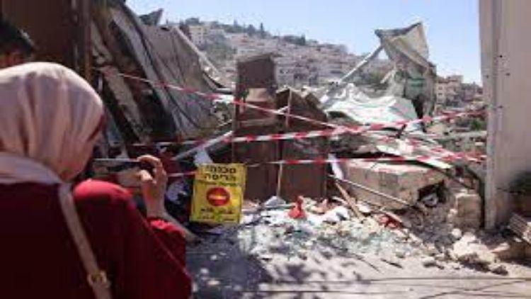 सिलवान शहर में एक दुकान को तबाह कर दिया गया