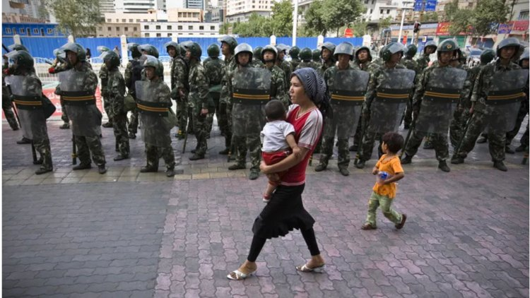 चीन के शिनजियांग में उइगर मुसलमानों खासकर महिलाओं को निशाना बनाया जा रहा है