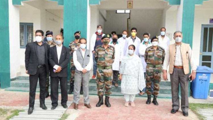https://www.hindi.awazthevoice.in/upload/news/162610980747_Nusrath_coordinating_with_Army_and_other_Authorities_in_the_field_2.jpg