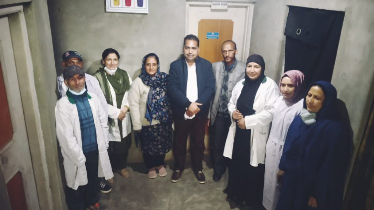 https://www.hindi.awazthevoice.in/upload/news/162610989847_Nusrath_with_other_Covid_warriors_-_her_roving_vaccination_team_5.jpg