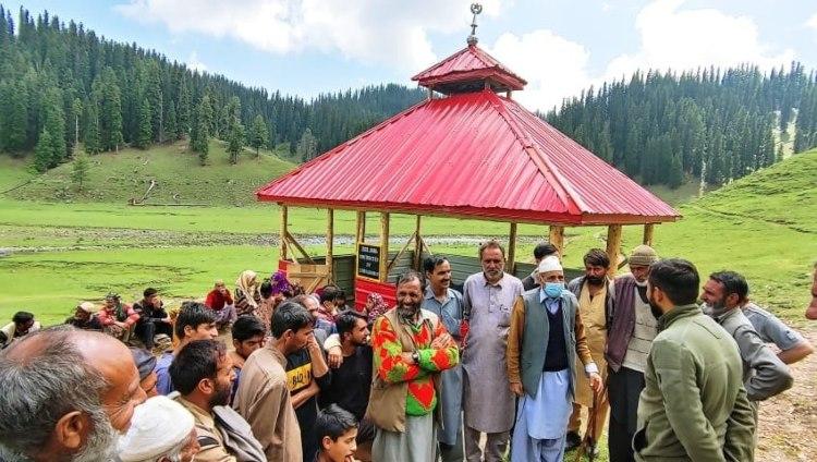 https://www.hindi.awazthevoice.in/upload/news/162651361709_Shrine_of_Sufi_Saint_at_Lokut_Bangus.jpg