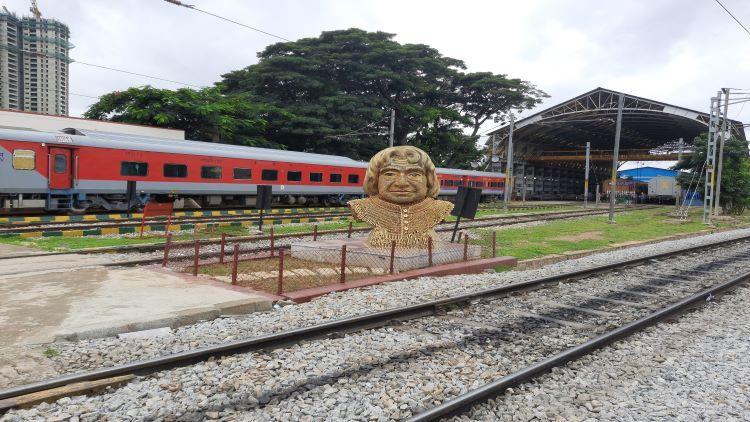रेलवे ने 800 किलो कबाड़ से कैसे बनाई कलाम की खूबसूरत प्रतिमा जानकर हैरान रह जाएंगे