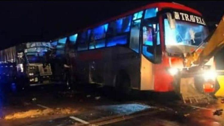 हरियाणा से बिहार जा रही बस में ट्रक ने मारी टक्कर, 18 की मौत