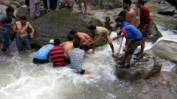 कश्मीर में बादल फटने से सात की मौत, 27 लापता