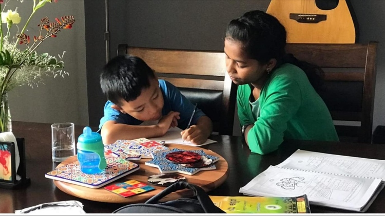 https://www.hindi.awazthevoice.in/upload/news/163121393604_Dr.Iffat's_brighest_protégé_Monica_who_is_pursuing_BA_now_helps_other_kids_with_their_studies.jpg