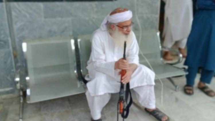 तालिबानी झंडा फहराने वाले लाल मस्जिद के मौलवी पर केस दर्ज