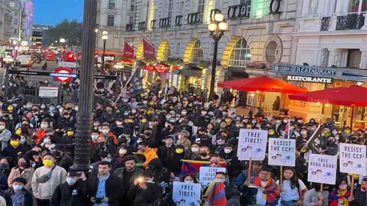 लंदन में तिब्बती, हांगकांग और उइगर समुदायों ने किया विरोध प्रदर्शन