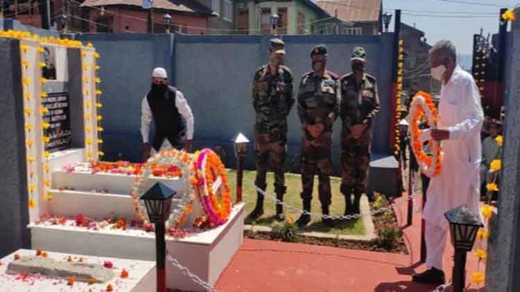 भारतीय सेना मकबूल शेरवानी की कब्र का नवीनीकरण करवाया है.