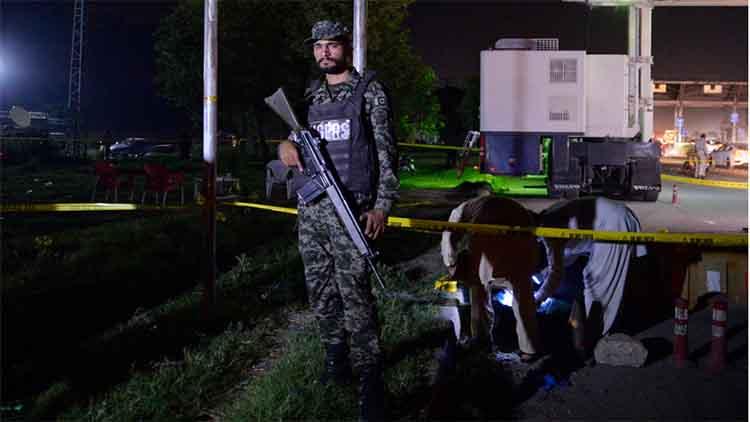 पाकिस्तानः वाहन पर हमला 4 पुलिसकर्मियों की मौत