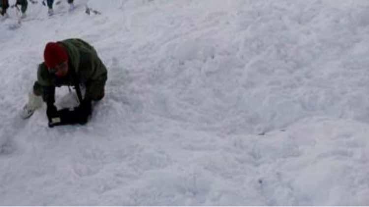 उत्तराखंड में हिमस्खलन से 8 की मौत, 384 लोगों को बचाया