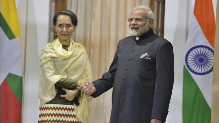 प्रधानमंत्री नरेंद्र मोदी और म्यांमार की स्टेट काउंसलर आंग सान सूची. भारत ने चीन द्वारा म्यांमार में तख्तापलट करने चिंता व्यक्त की है.