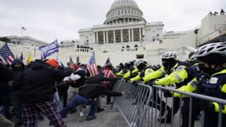 पूर्व राष्ट्रपति डोनाल्ड ट्रंप के समर्थकों द्वारा 6 जनवरी को कैपिटल हिल में किए गए थे दंगे