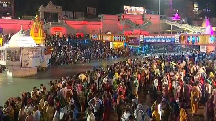 कुंभ 2021 : कोरोना की भयंकर लहर के बीच 'हर की पौड़ी में शाही स्नान शुरू